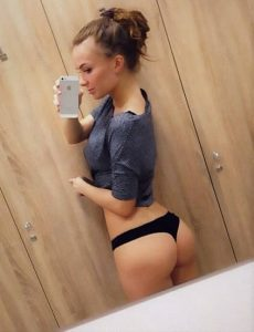 One of the students Bursa escort lets us see her sporty springy buttocks every sane man would love to grab and do all the naughty things with them