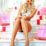 Bayan eskortlar Nicole is almost like a pin-up girl surrounded by a perfect ambiance